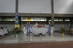 Pfr.-Guggenbiller-am-Altar